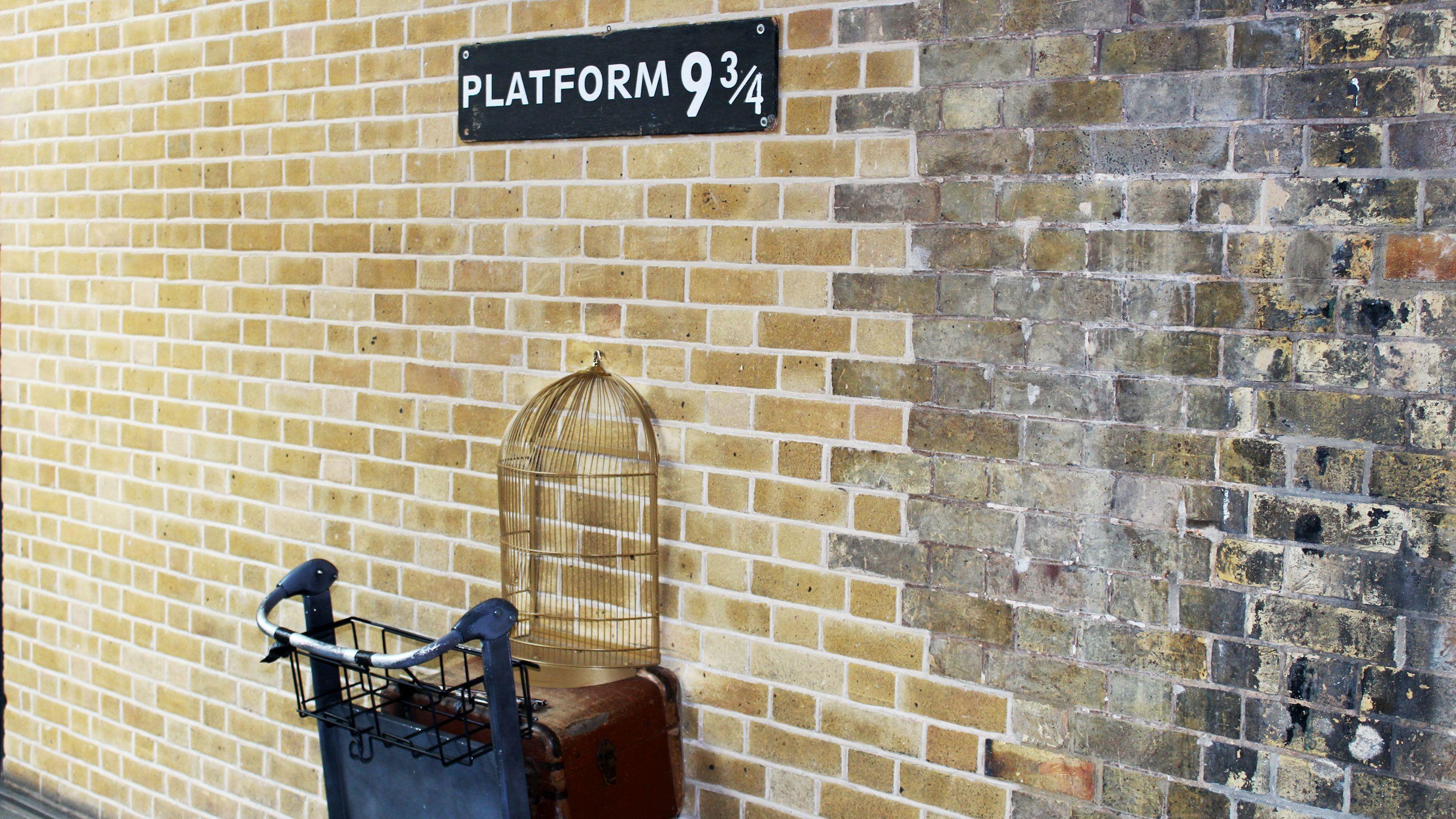 Cart halfway through wall at Platform 9 3/4 in London