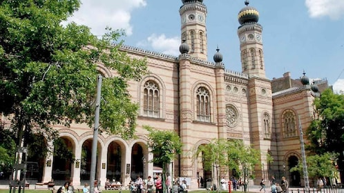 Stunning view of Dohány Street Synagogue