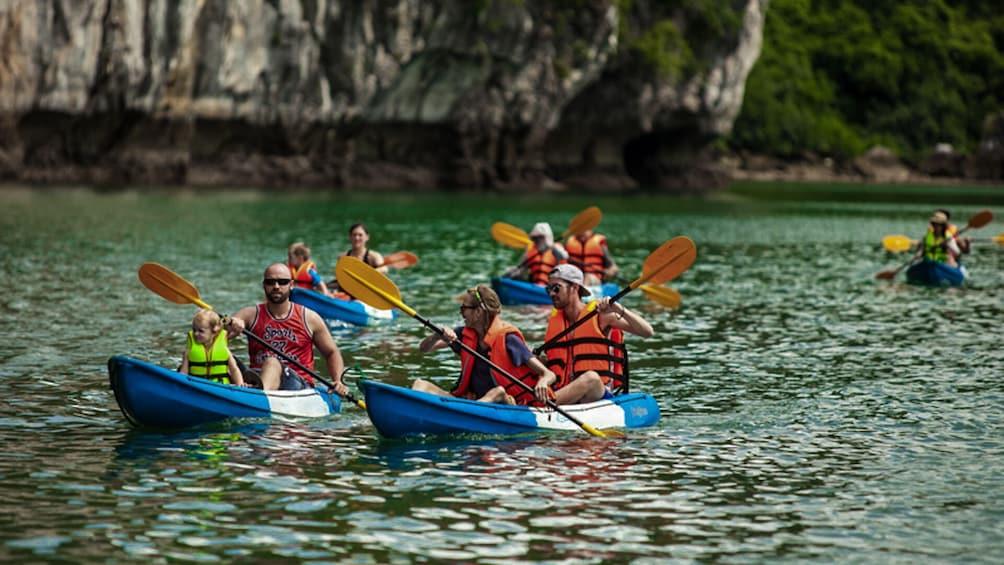 正在顯示第 4 張相片,共 10 張。 Full-Day Ha Long Bay Boat Excursion from Hanoi