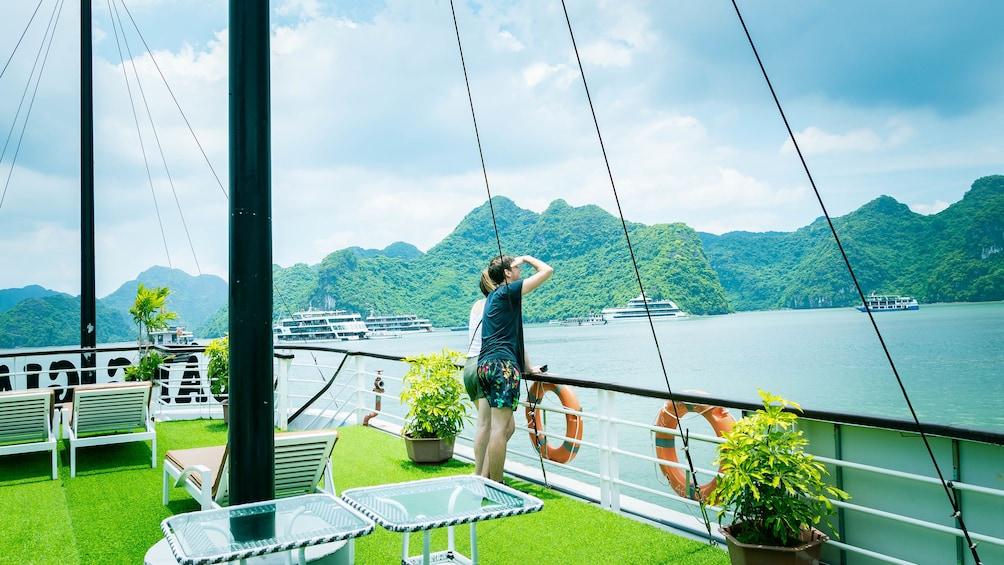 正在顯示第 1 張相片,共 10 張。 Full-Day Ha Long Bay Boat Excursion from Hanoi