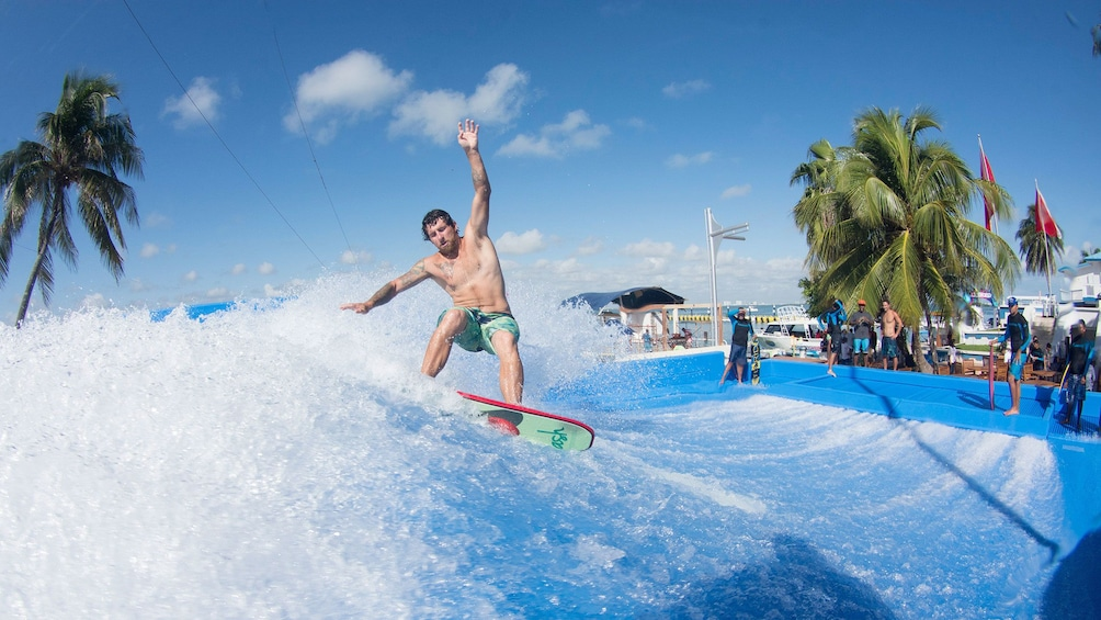 Man performing tricks on the flowrider wave generator in Aquaworld Cancun