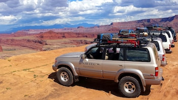 Full-Day Guided 4x4 Tour of White Rim Road with Hiking & Lunch