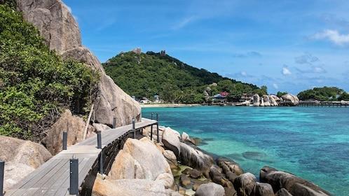 Snorkel Tour to Koh Nangyuan with Catamaran Cruise from Samui to Koh Tao