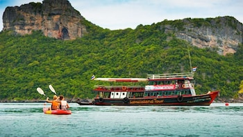 Samui Island Tour to Angthong Marine Park by Big Boat with Kayaking & Lunch