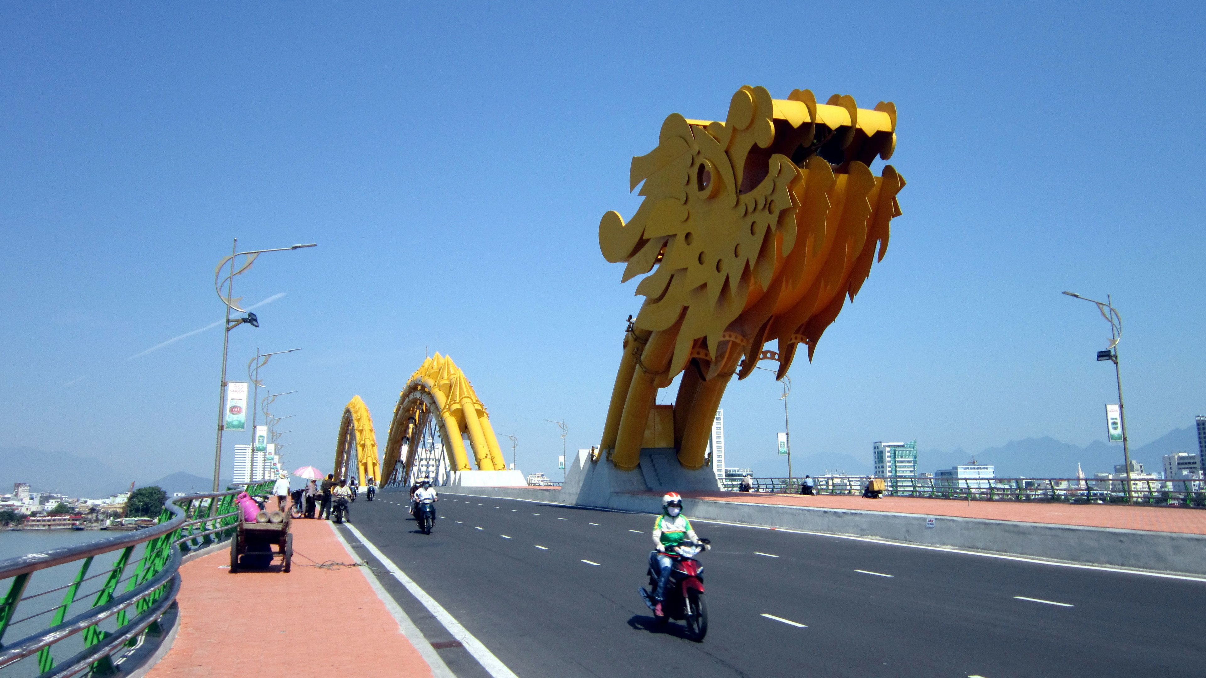 Private Tour of Da Nang Historic Museums & Bridges