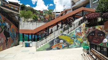 Guided Street Art & Hip-Hop Tour of Comuna 13