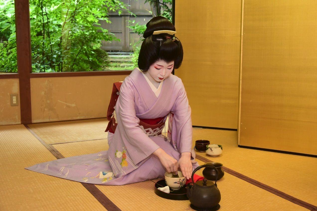 Full-Day Bus Tour to Kyoto with Fushimi Inari&Maiko Meeting