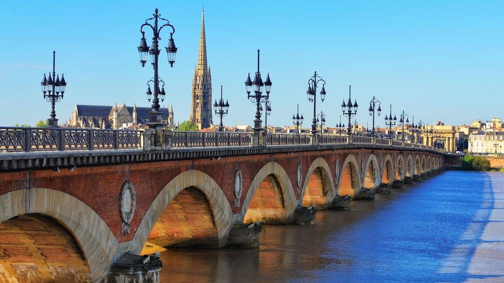 Charger l'élément 4 sur 5. Bridge over river in Bordeaux