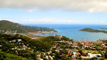Private St Thomas Tour with Beach and Downtown Shopping