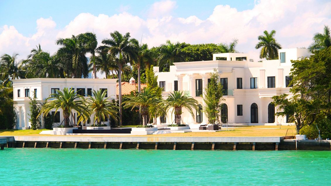 Mansion on the coast of Miami