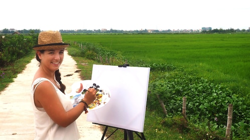 Tourist prepares to paint scenery in Hoi An