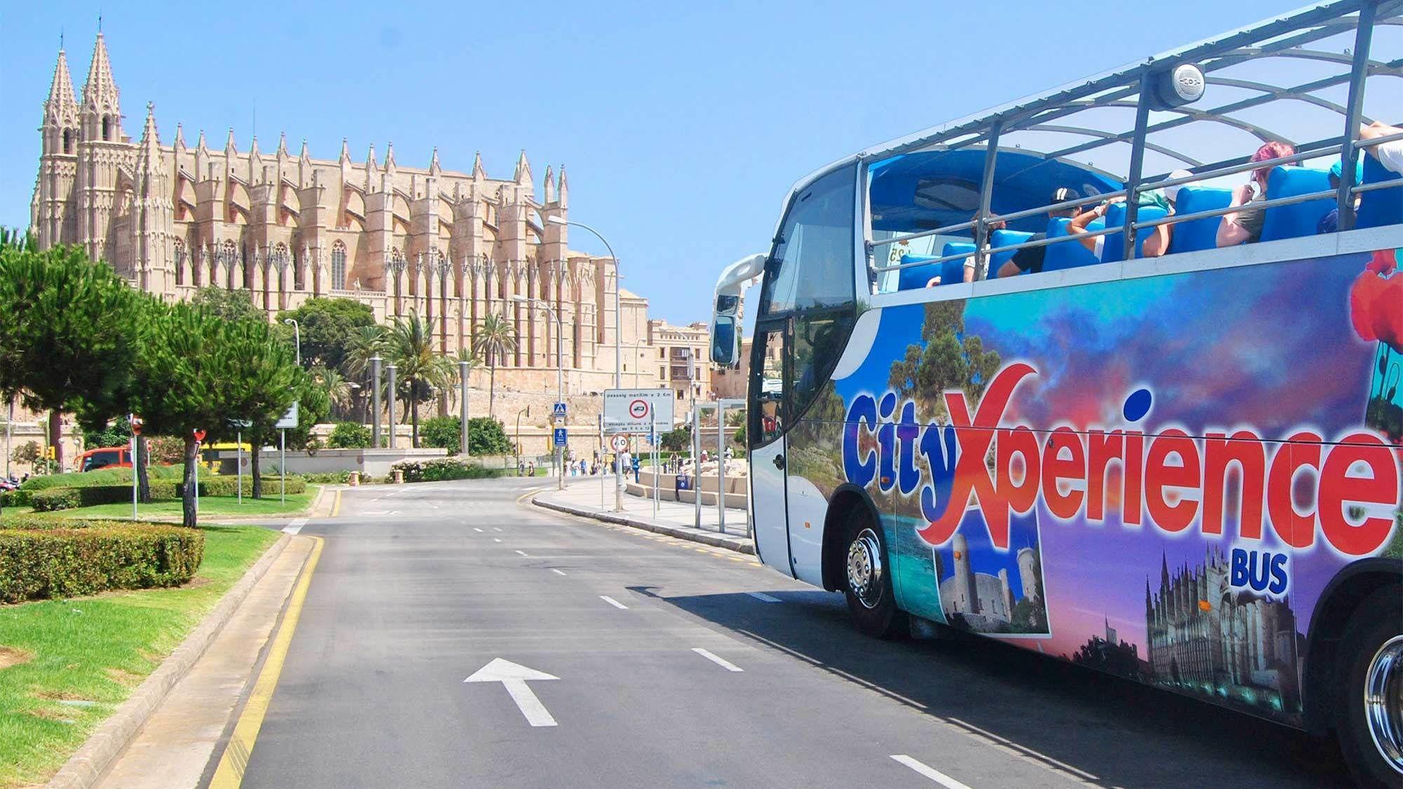 Rundvisning i Palma i åben bus og til fods