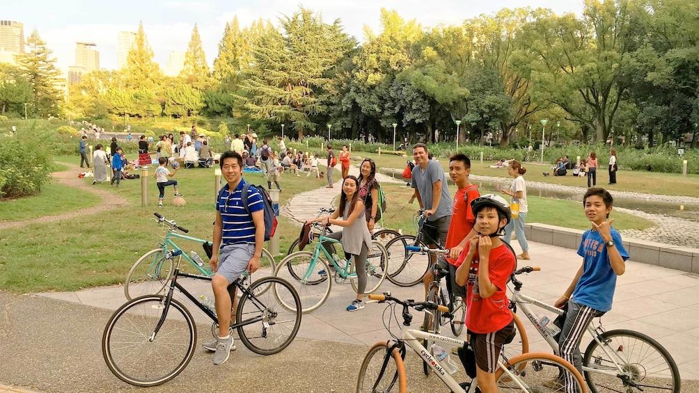 正在顯示第 3 張相片,共 5 張。 Group Cycling Tour of Osaka