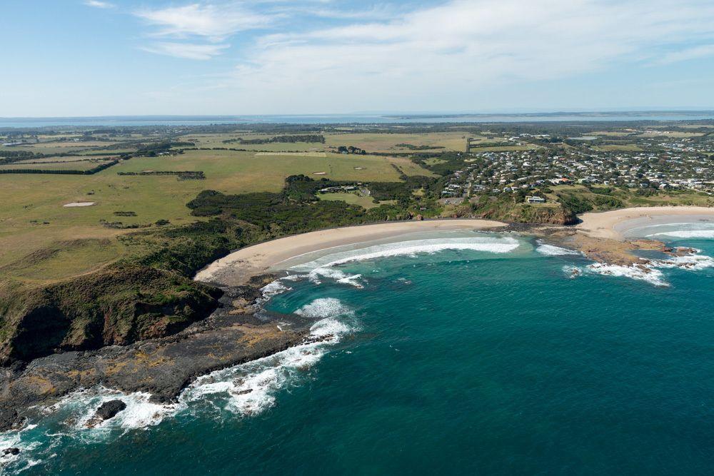 Seal Rocks, Penguins & Grand Prix Helicopter Flight (16mins)