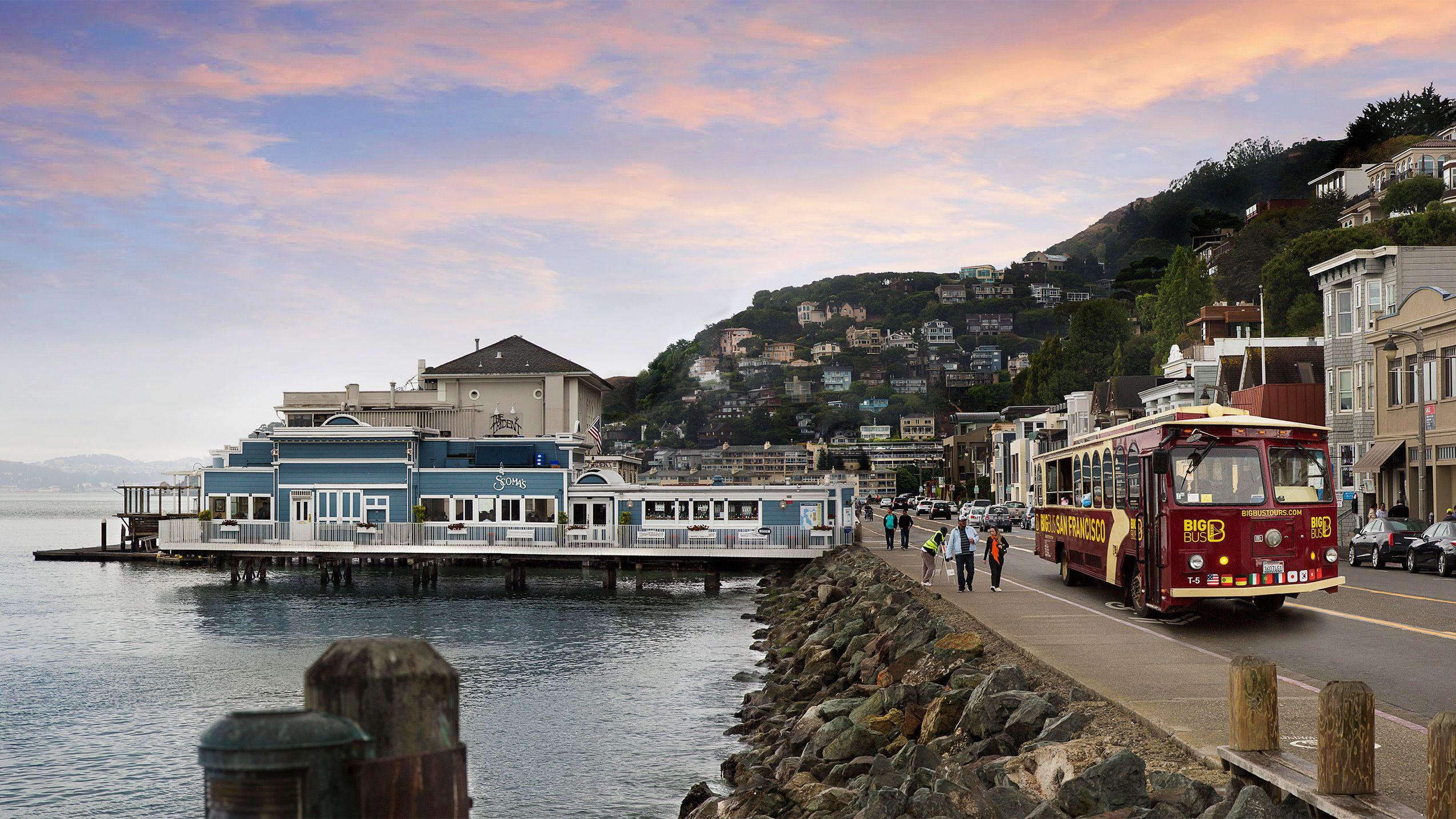 Big Bus tour on the coastline in San Francisco