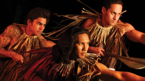 Luau performers on Oahu