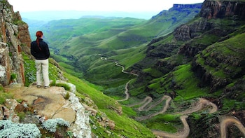 Guided 4x4 Day Tour to Sani Pass & Lesotho with Lunch