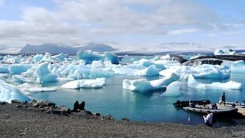 Private Jökulsárlón Glacier Lagoon & South Coast Full-Day Tour