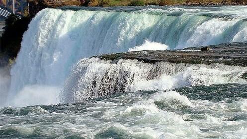 Breathtaking view of Niagara Falls from top shore
