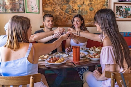 Heraklion: Private Food Tour with local expert guide (4hour)