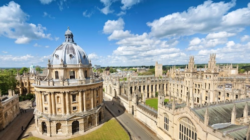 Ariel view of Oxford campus in London
