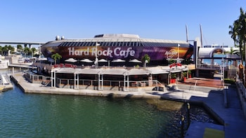 Dining at Hard Rock Cafe Miami with Priority Seating