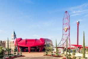 Visita de un día a PortAventura Park y Ferrari Land desde Barcelona