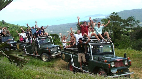 Tour jeeps packed with tour groups in Koh Samui