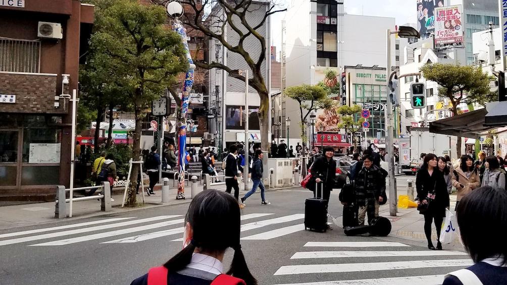 แสดงภาพที่ 1 จาก 5 Girls crossing the street in the Nipponbashi area of Osaka
