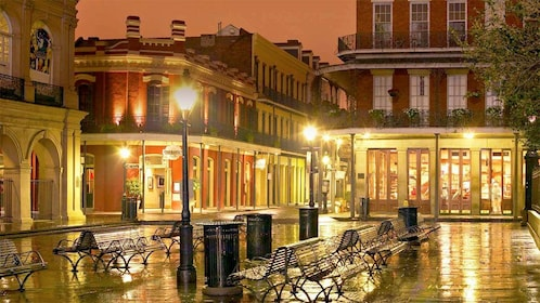 Night view on the Unsolved Mysteries of New Orleans tour