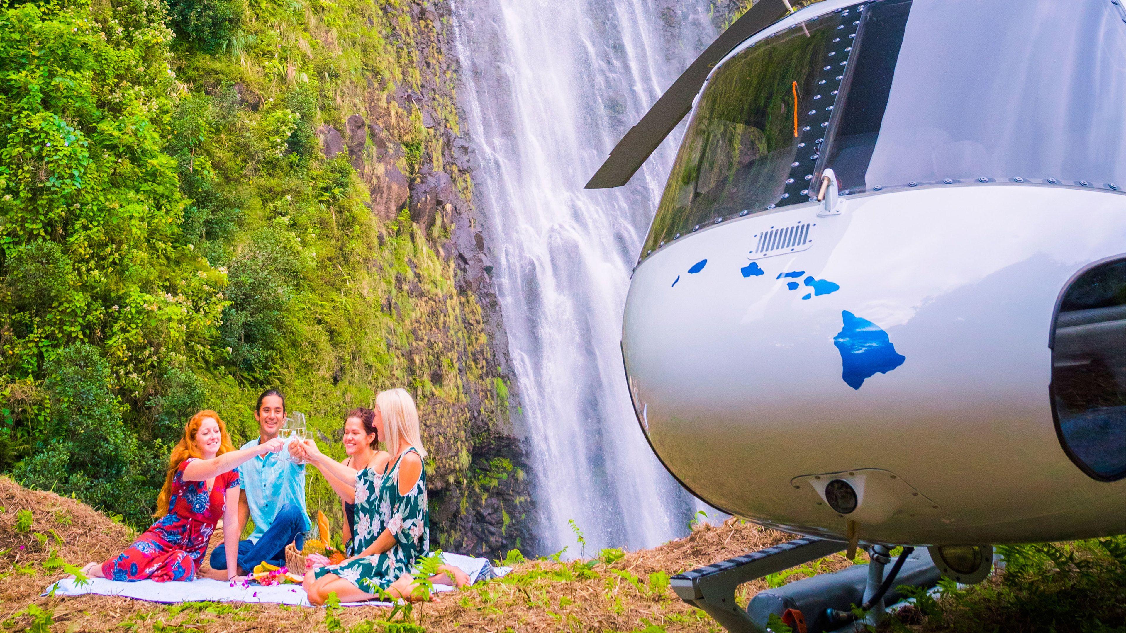 Kohala Helicopter Tour with Waterfall Landing
