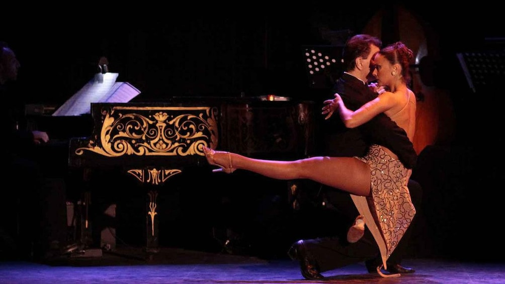 Cargar ítem 1 de 10. Tango performance on stage in Esquina Homero Manzi in Buenos Aires