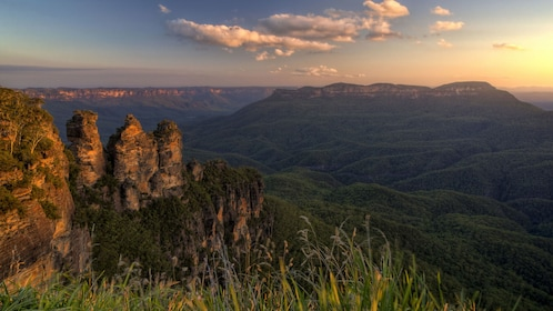 View of the Three Sisters in the Blue Mountains at sunset
