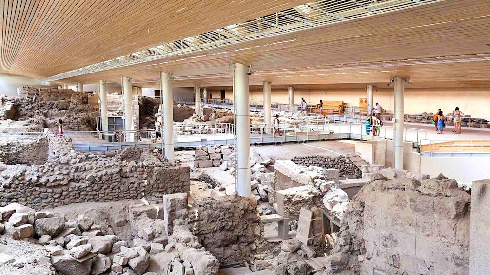 Öppna foto 5 av 5. A exhibit of Greek ruins