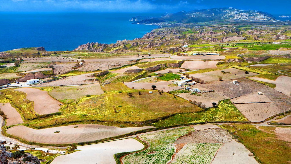 Öppna foto 1 av 5. Aerial view of Santorini