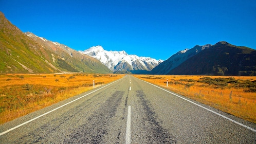 Road leading to a mountain pass in New Zealand