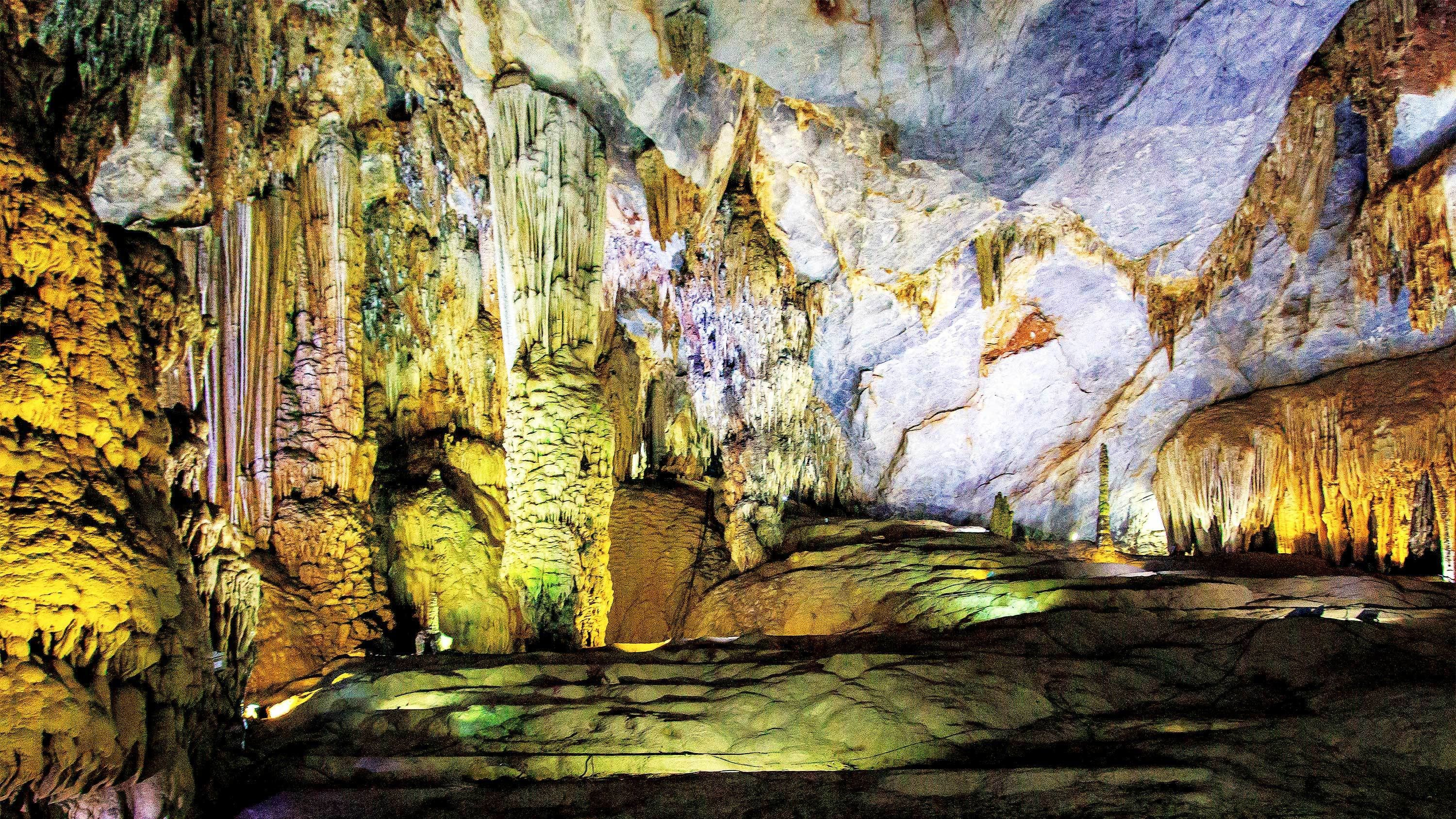 Day Excursion from Hue to Paradise Cave