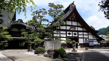 Private Tour of Mt. Fuji Area with Temple & Winery Visit