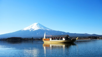 Private Mt. Fuji & Kawaguchiko Area Tour with Lake Cruise