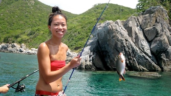Mun Island with Fishing & Seafood Lunch