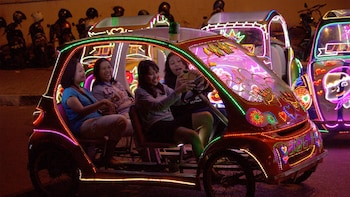 Nighttime Alun-Alun Kidul Tour & Lighted Rickshaw Ride
