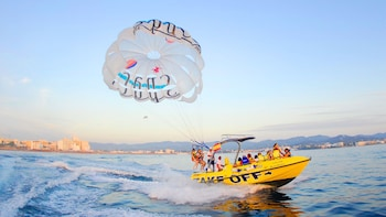 Parasailing Experience & Speedboat Ride