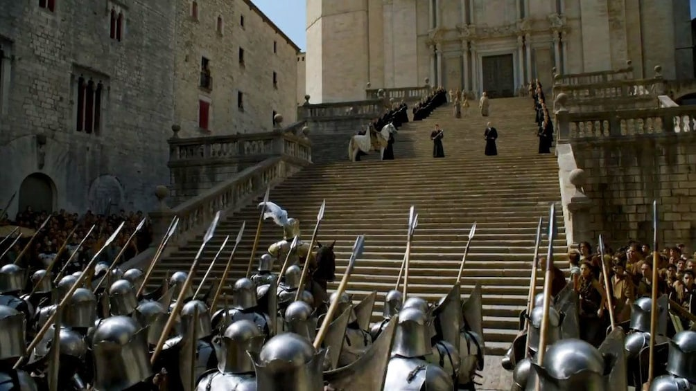 Öppna foto 4 av 5. Scene from Game of Thrones with steps of cathedral in Girona