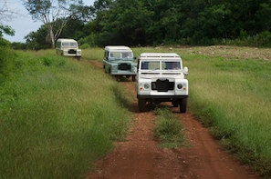 Full-Day Uxmal Expedition & Land Rover Defender Ride