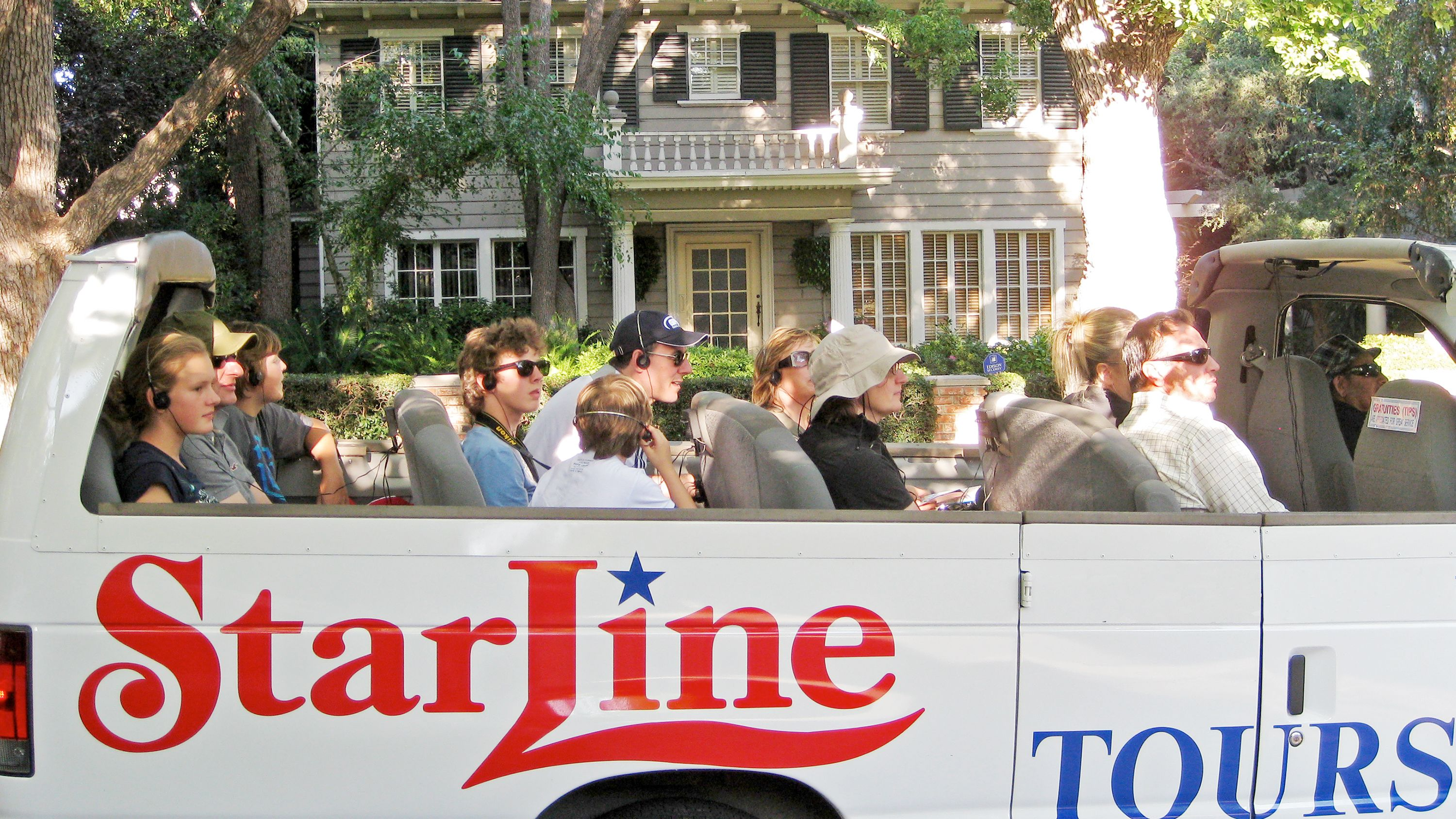 Close view of the Movie Stars' Homes Tour in Los Angeles