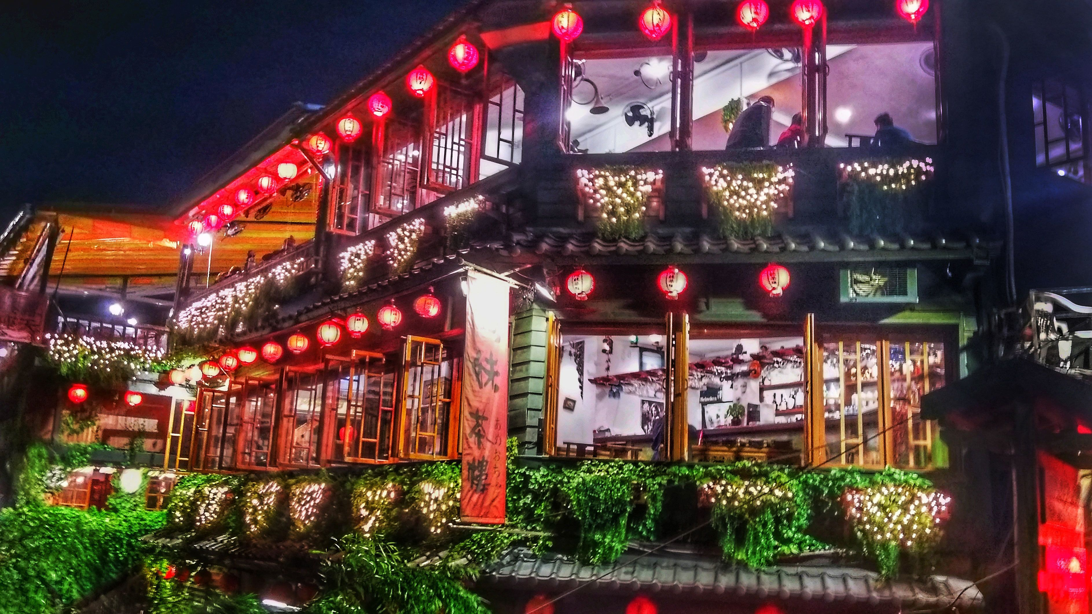 Building with lanterns lit on the outside in Jiufen at night