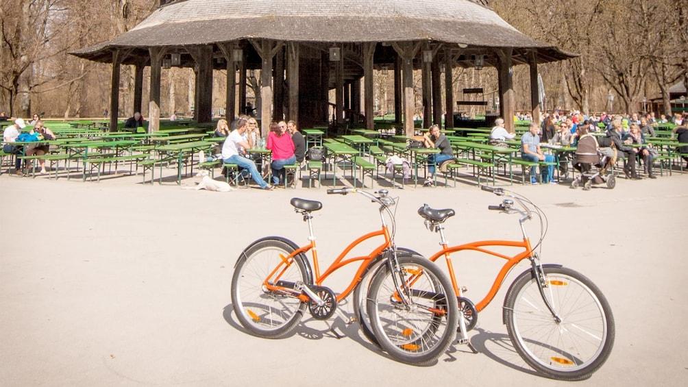Apri foto 2 di 5. Small-Group Munich Bike Tour