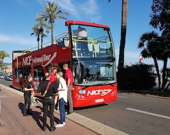 Hop-on-Hop-off-Bustour durch Nizza