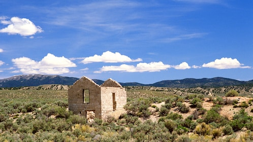 Desert scenery with abandoned building in Las Vegas