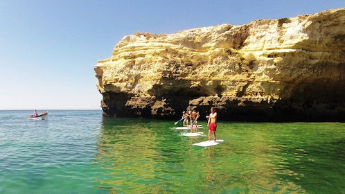 Stand-up paddling group in Algarve